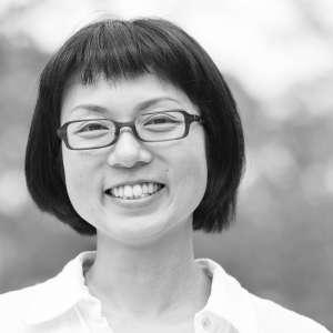 Photographer OKU Yoko - 兵庫県生まれ。幼い頃から絵を描くことが好きで美術大学へ進学。デザインを学びつつ、写真の世界に魅了される。卒業後、スタジオマン、個人カメラマンの専属アシスタントを経て、2013年に独立。現在は雑誌・カタログ・web媒体などでも活動中。2014年、第一子出産。