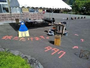 鉄たたけます。in 洞爺 - 8月22日は洞爺湖芸術館で開催中の特別展「藤沢レオ きのうと違う島」の開催に合わせまして、『鉄たたけます。』も実施し、無事終了しました!またどこかの街で、鉄たたきたい!