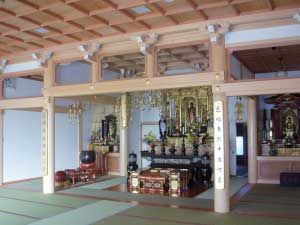 本堂/内陣 The inner sanctuary, main hall
