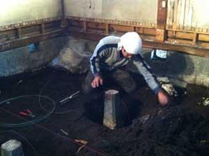 凍結深度より掘ってコンクリートを巻いて埋め戻します