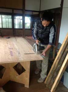 24ミリの床合板を貼って、荒床とします