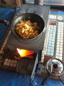 ご飯食べよ。火の調節が難しい。