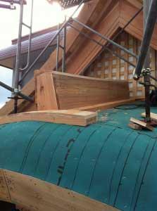 唐破風(からはふ)上の箱棟。これにも銅板巻きます。
