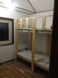 シャケ箱で二段ベッドも製作